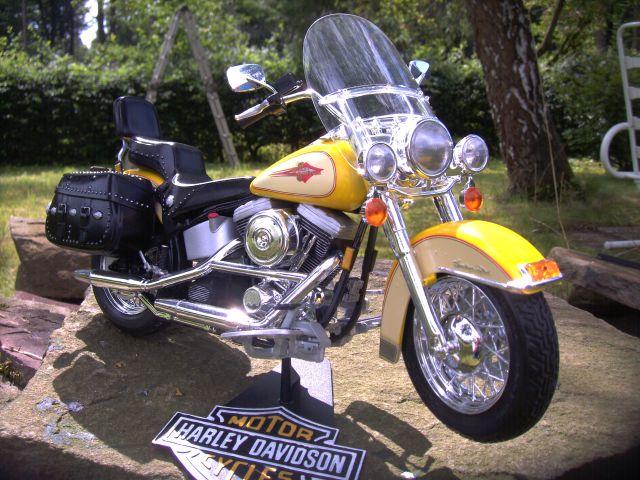 Revell 07977-Harley Davidson Heritage Softail Classic FERTIG F511