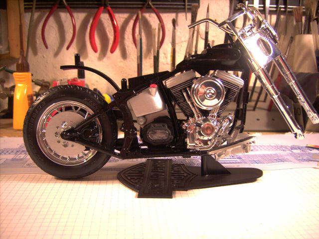 Revell 07977-Harley Davidson Heritage Softail Classic FERTIG H113
