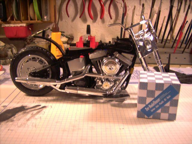 Revell 07977-Harley Davidson Heritage Softail Classic FERTIG H114