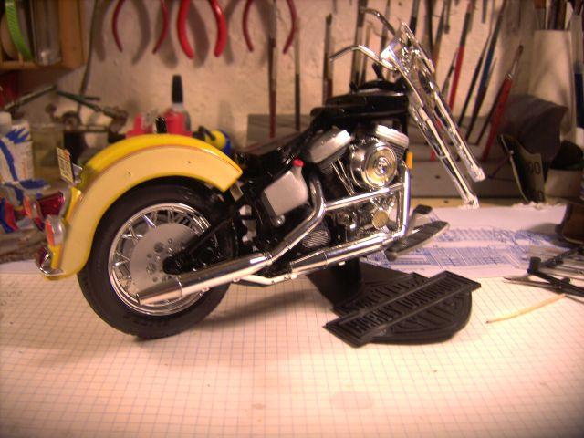 Revell 07977-Harley Davidson Heritage Softail Classic FERTIG H215