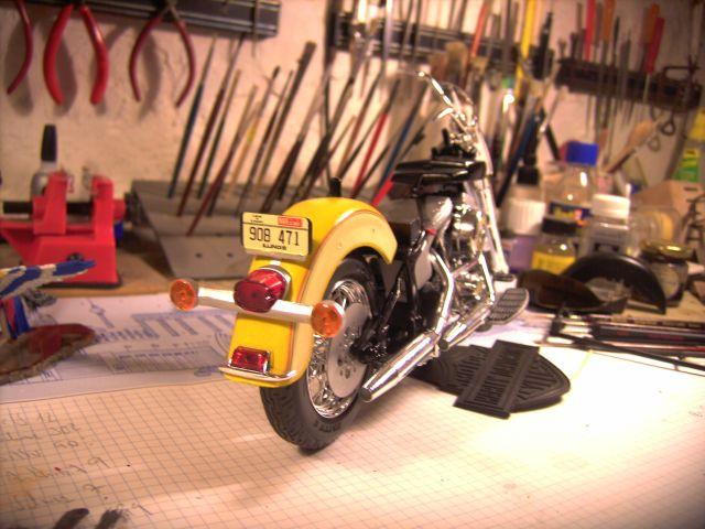 Revell 07977-Harley Davidson Heritage Softail Classic FERTIG H313