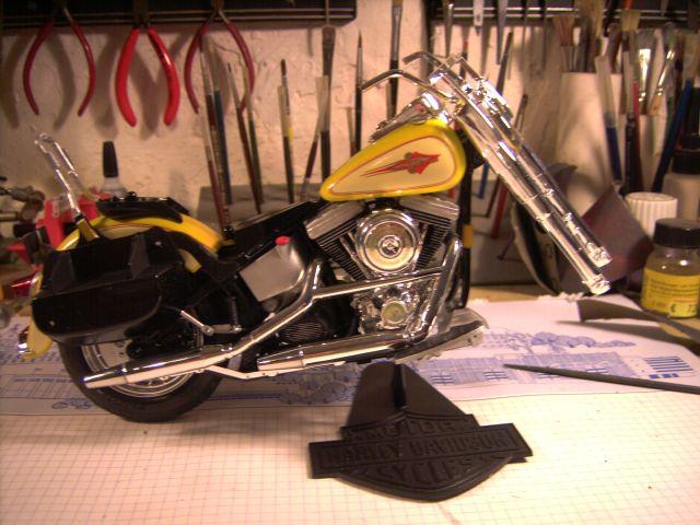 Revell 07977-Harley Davidson Heritage Softail Classic FERTIG P113