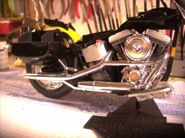Revell 07977-Harley Davidson Heritage Softail Classic FERTIG P213