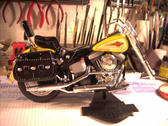 Revell 07977-Harley Davidson Heritage Softail Classic FERTIG P215