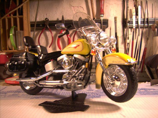 Revell 07977-Harley Davidson Heritage Softail Classic FERTIG P217