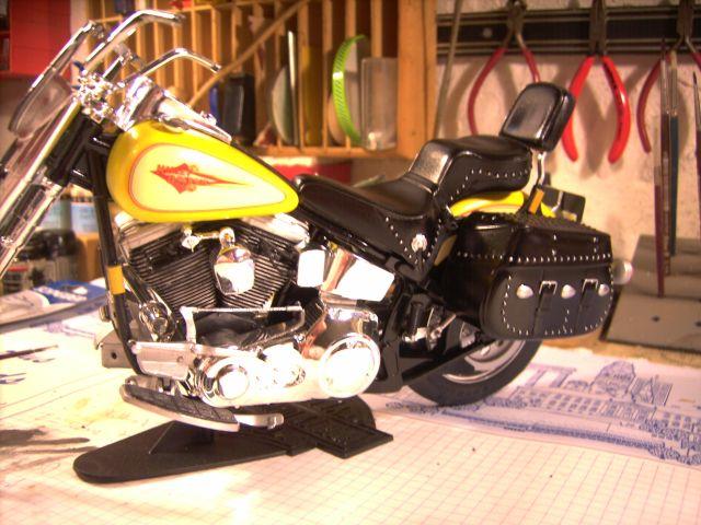 Revell 07977-Harley Davidson Heritage Softail Classic FERTIG P314
