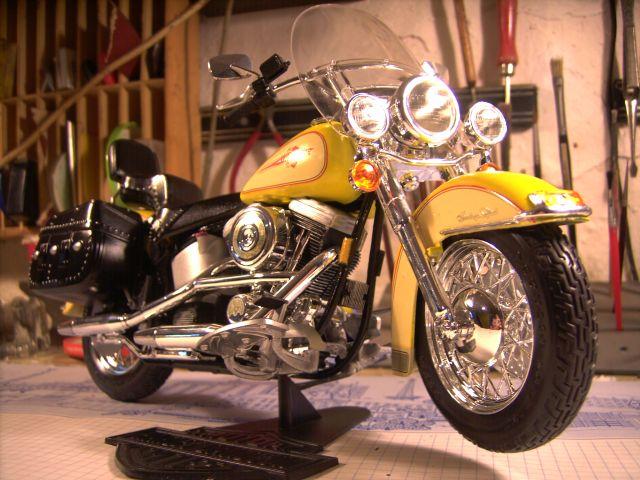 Revell 07977-Harley Davidson Heritage Softail Classic FERTIG P316