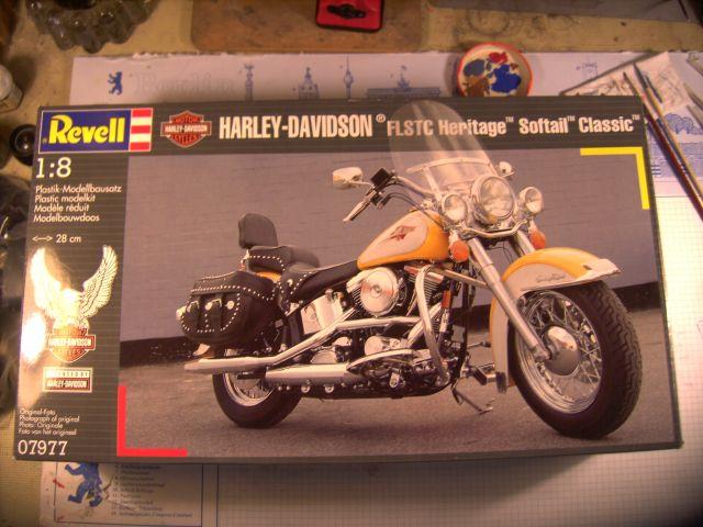 Revell 07977-Harley Davidson Heritage Softail Classic FERTIG P7a10