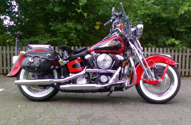 Revell 07977-Harley Davidson Heritage Softail Classic FERTIG Sauber10