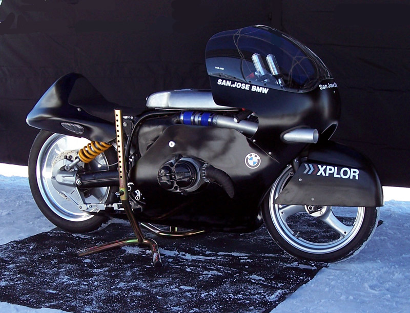 et oui c'est une BMW !!!!! Bike210