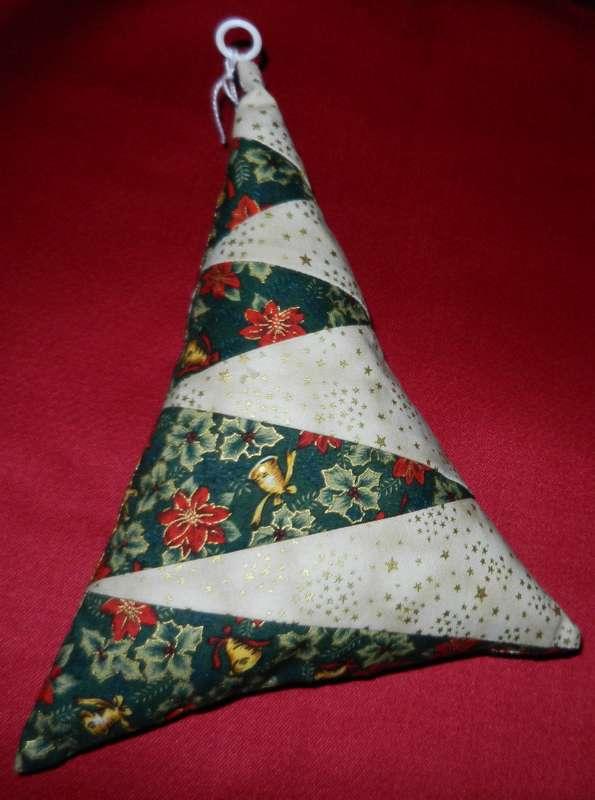 Vente des objets du Marché de Noël 2011 Sapin310