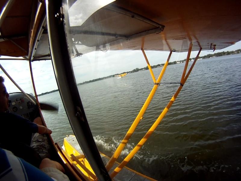 L'avion jaune et le lac Vlcsna10