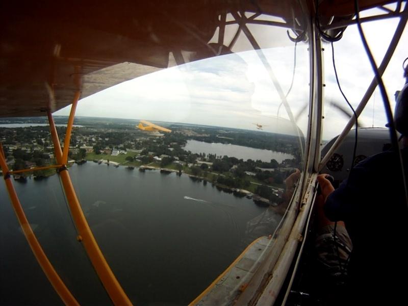 L'avion jaune et le lac Vlcsna11