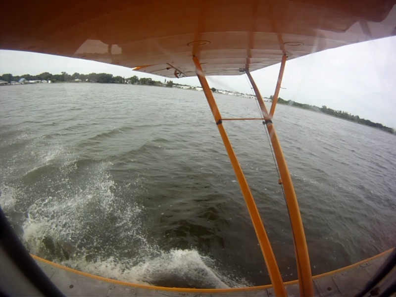 L'avion jaune et le lac Vlcsna12