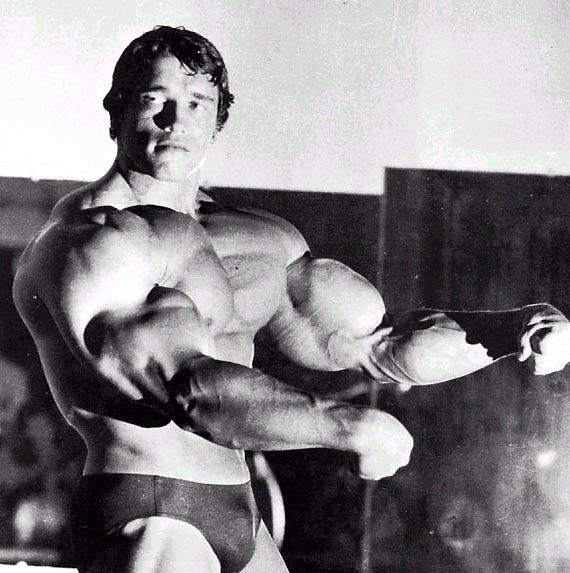 Ejercicios pectorales: recomendados por Arnold (la rutina de pecho del mas grande!) Arnold10