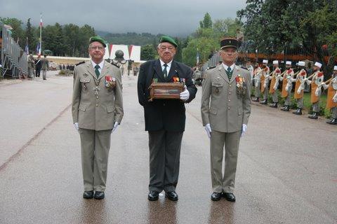 Pâques 2012 : Padre Yannick Lallemand, une promotion méritée dans l'Ordre de la Légion d'honneur Camero11