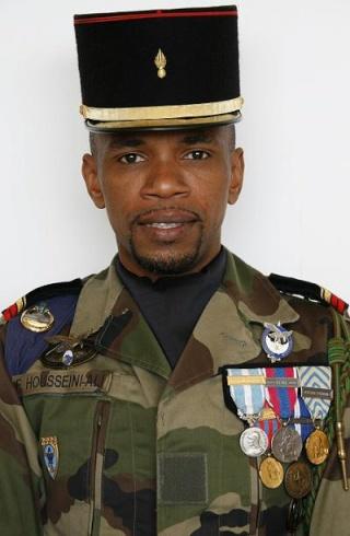 Afghanistan : un soldat français tué jeudi par un engin explosif  Housse11