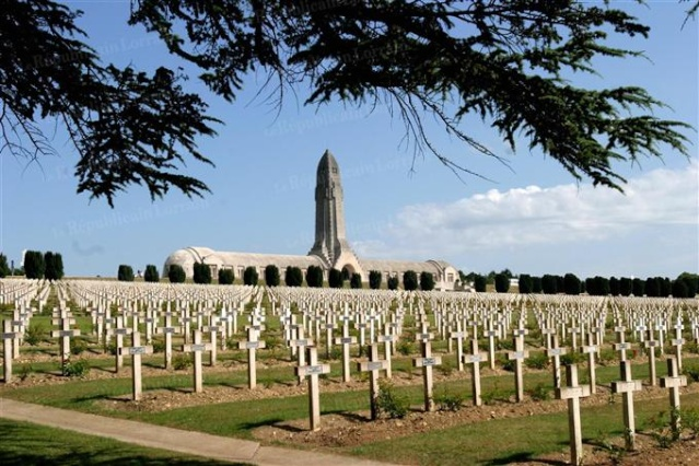 """""""AUX MORTS"""" est un mémorial virtuel des monuments ayant subi des dégradations, qu'elles qu'en soient les auteurs: imbéciles de toutes origines, de toutes couleurs et de toutes religions.   L-ossu10"""