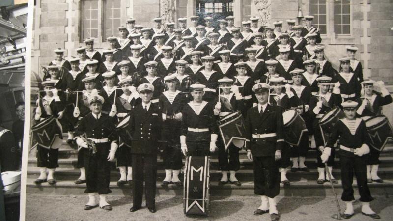 [La musique dans la Marine] Les fanfares des écoles... - Page 2 Poudre96