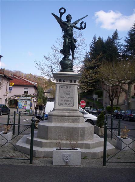 [Histoires et Histoire] Monuments aux morts originaux Français Tome 1 - Page 2 100_0346