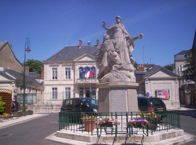 [Histoires et Histoire] Monuments aux morts originaux Français Tome 1 - Page 3 100_0555
