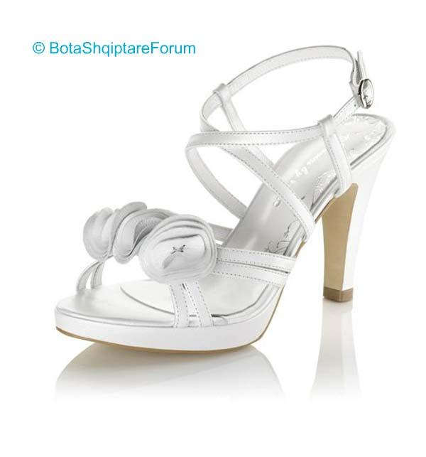 Këpucët e nuses! - Faqe 5 595