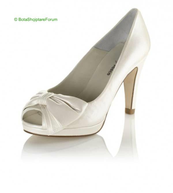 Këpucët e nuses! - Faqe 5 690