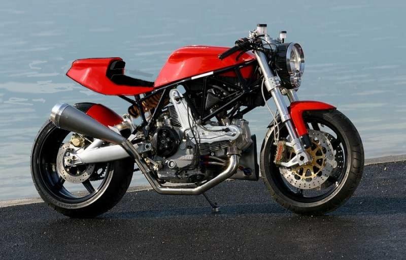 delire numerique  ,je poste ici  j espere pas etre le seul.. Ducati17