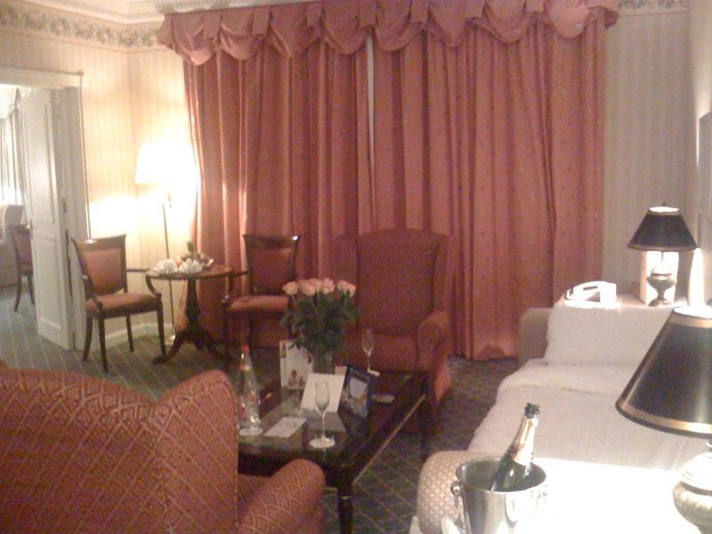Vos PHOTOS des SUITES (Castle Club, Empire State Club,...) dans les hôtels de DLRP - Page 7 Photo_16
