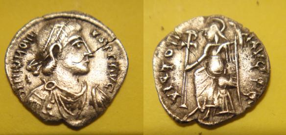 Demi silique d'Honorius (VICTOR- IA AVGGG) [WM n° 7919] Quart_10