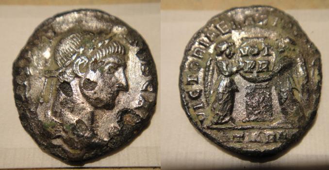 Nummus argenté de CRISPUS (VICTORIAE LAET PRINC PERP)[WM n° 8381] Sans_175