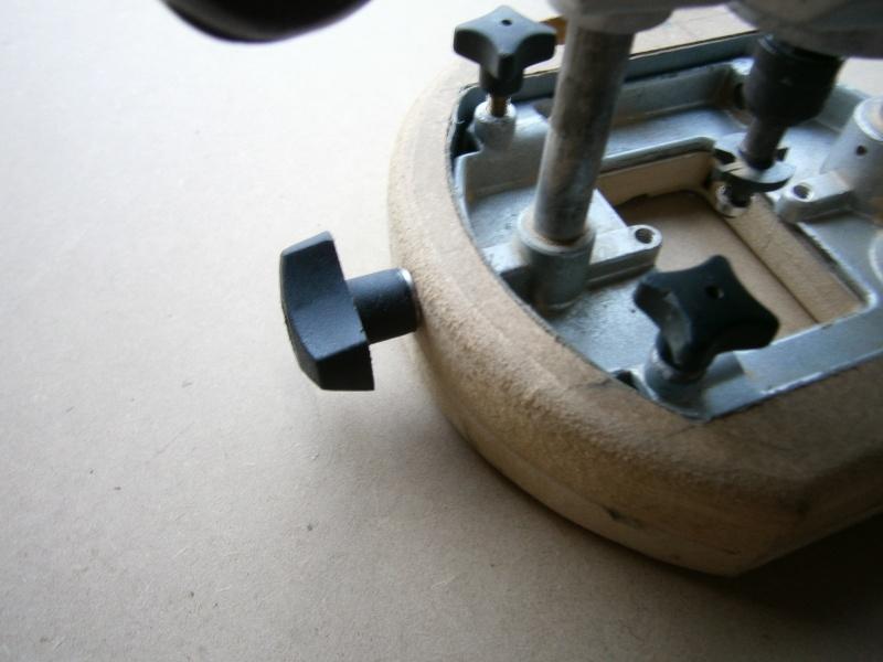 Compas/Guide pour défonceuse... P1050112