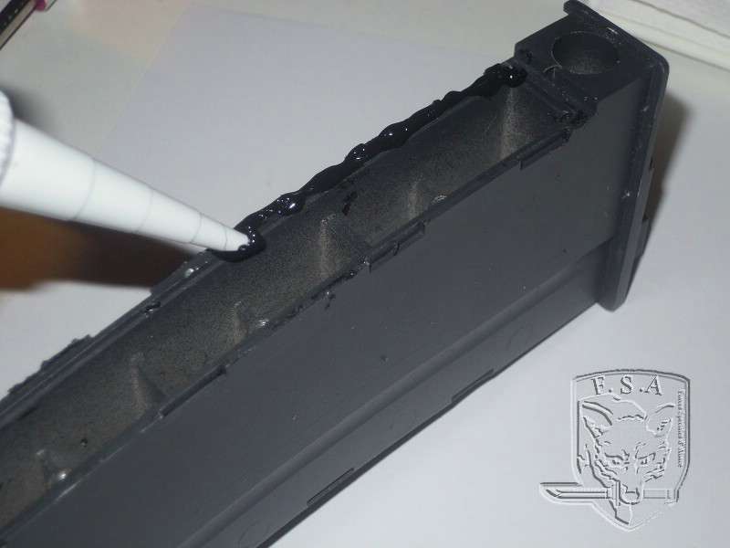 [Tuto] Réparation chargeur V1 GBBr (ici un chargeur de Scar ou M4 WE) Dscn2713