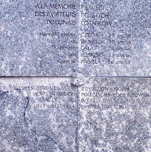 LAILLY EN VAL - Stèle du Lancaster PB252 Sans_t15