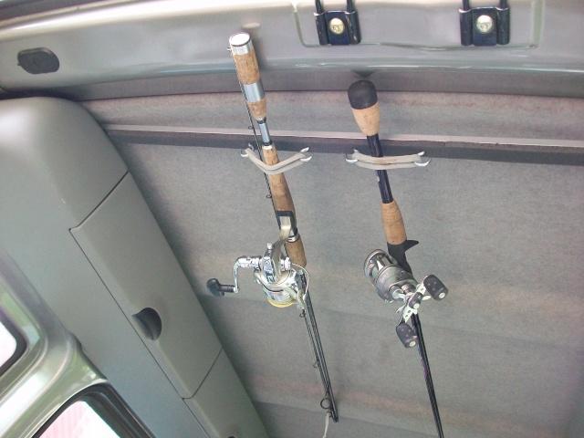 Support de cannes en voiture 100_2721