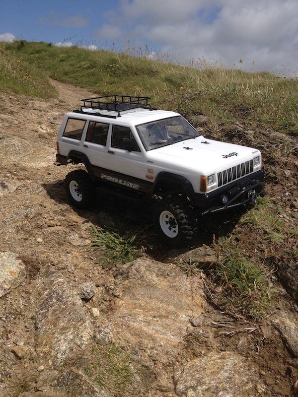 [ SCX10 Axial ] Mon Cherokee Img_0314