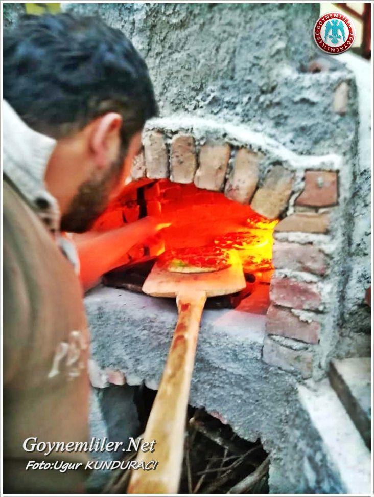 Kendi yaptığı Taşfırında Pizza yapıyor Bilde_13