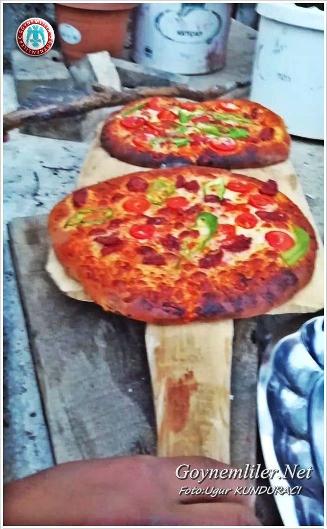 Kendi yaptığı Taşfırında Pizza yapıyor Bilde_14