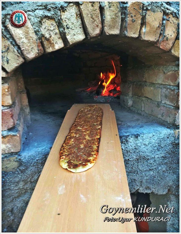 Kendi yaptığı Taşfırında Pizza yapıyor Ugur2_10