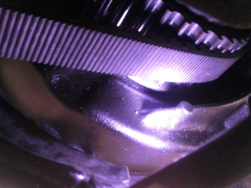suintement  d'huile au primaire sortie poulie courroie Photo021