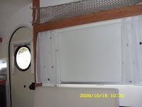 Bien drôle d'endroit pour une trappe d'aération ... Sn850911
