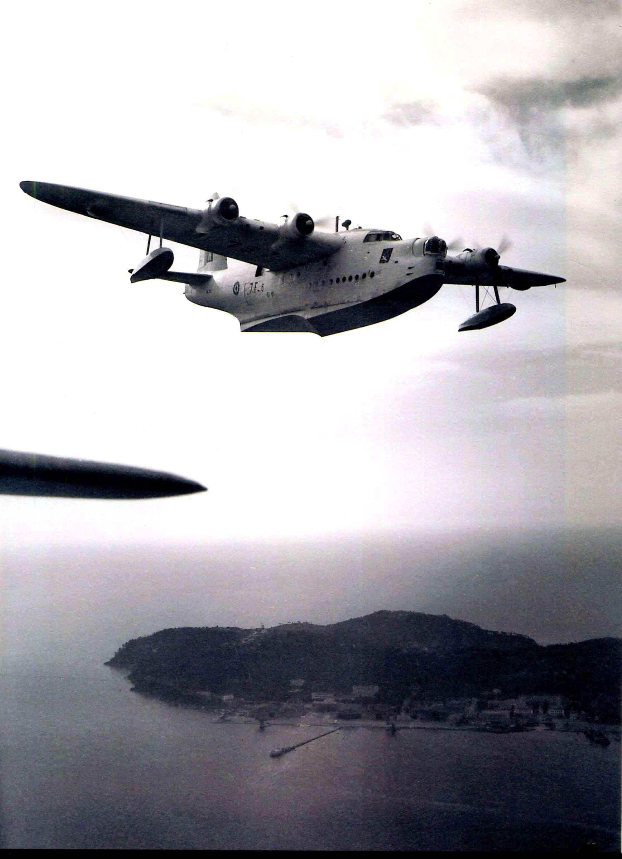"""[Les anciens avions de l'aéro] Hydravion SHORT """"SUNDERLAND"""" - Page 2 Sunder32"""