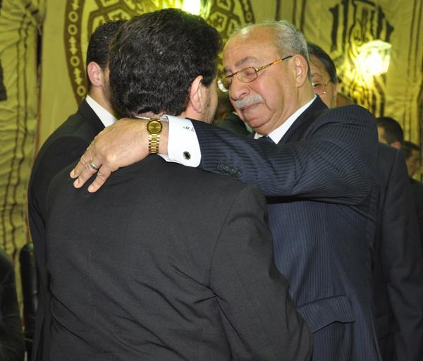 عزاء ابنة هاني شاكر بالصور Image-20