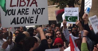 جالية ليبيا تتظاهر لإقالة سفيرها بالقاهرة بعد نشر فيديو فاضح له S2201110