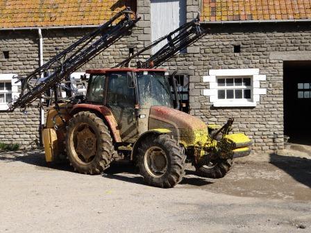Concours du tracteur le plus cradingue - Page 3 Tl10