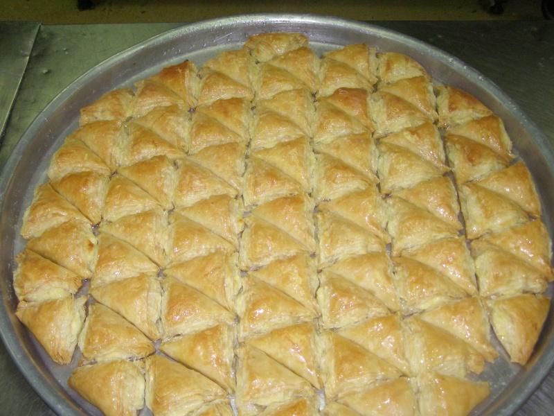 صور حلويات شرقية صور بقلاوة حلاوة الجبن نمورة قطايف قشطة عيون المها P1010110