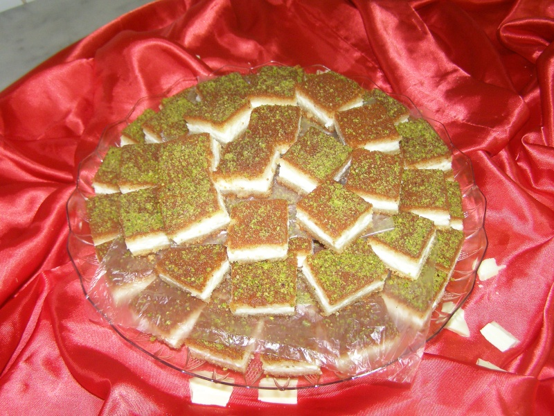 صور حلويات شرقية صور بقلاوة حلاوة الجبن نمورة قطايف قشطة عيون المها P1010119