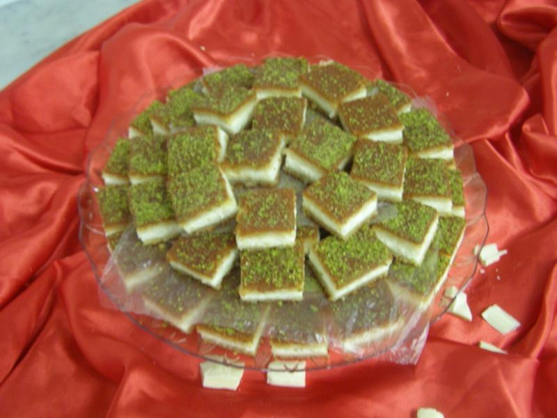 صور حلويات شرقية صور بقلاوة حلاوة الجبن نمورة قطايف قشطة عيون المها P1010120