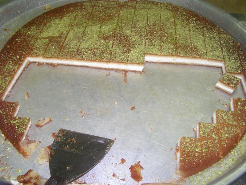 صور حلويات شرقية صور بقلاوة حلاوة الجبن نمورة قطايف قشطة عيون المها P1010125