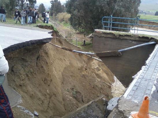 Divers Intempéries : effondrement d'un pont sur la RN 12 entre Alger et Tizi Ouzou Effond10